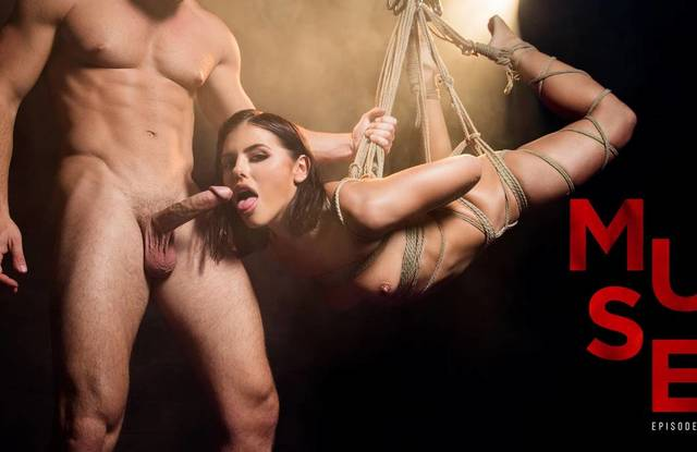 БДСМ ролевое порно - девушку подвесили в гараже и трахают