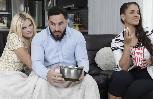Бородатый муж наяривает толстым хуем в узкой вагине дочурки