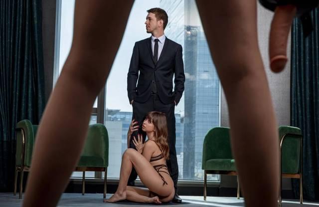 Офисные извращенцы - начальница трахает подчиненных