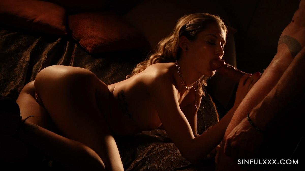 Премиальная горничная снимает стресс хозяину - топ порно