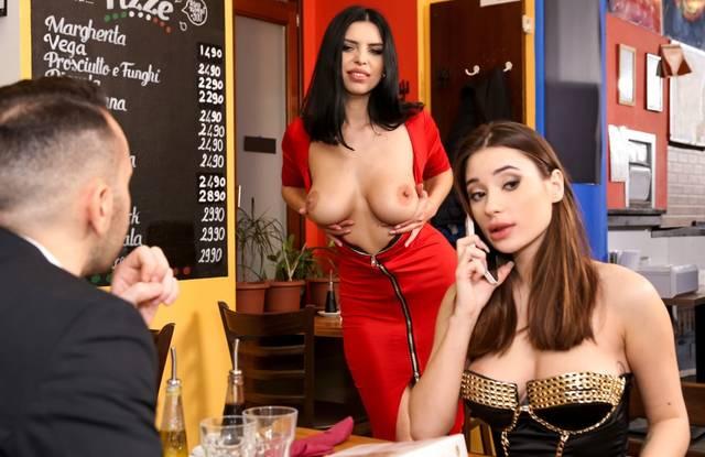 Привел девушку в кафе и втроем с официанткой устроили оргию