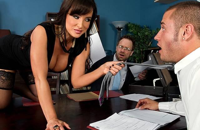 Милфа поимела начальника отдела - онлайн порно